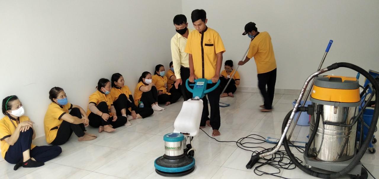 Một buổi huấn luyện nhân viên công ty vệ sinh công nghiệp tphcm Hồ Lê Gia