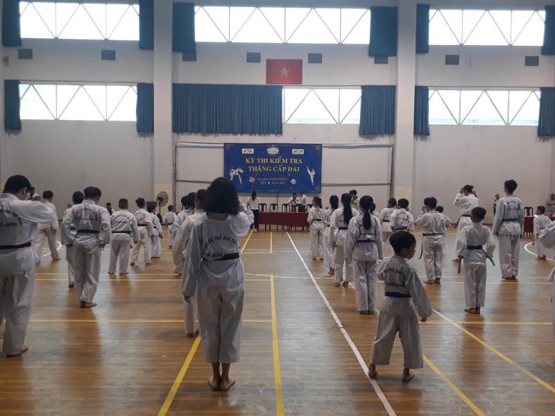 [Image: top-7-lop-hoc-vo-karate-o-tphcm.jpg]