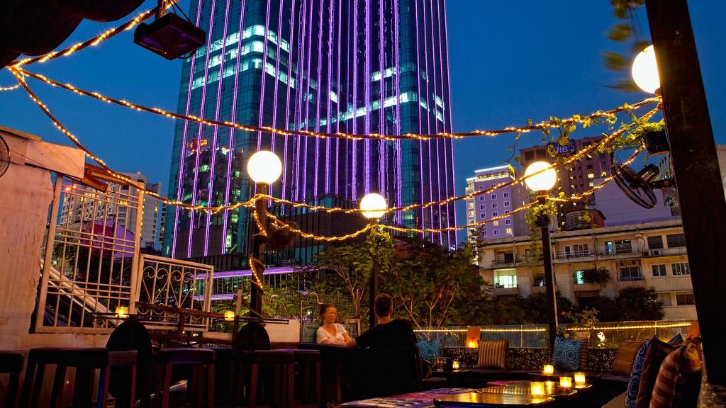 Quán Broma: Not A Bar Rooftop Sài Gòn Nhạc Sống