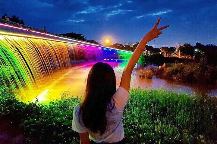 Cầu Ánh Sao Sài Gònvề đêm tại quận 7 tphcm