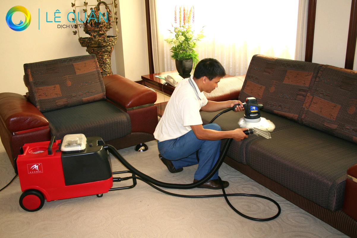 Dịch vụ vệ sinh ghế sofa Lê Quân
