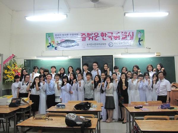 Trường dạy tiếng hàn ở tphcm HUFLIT