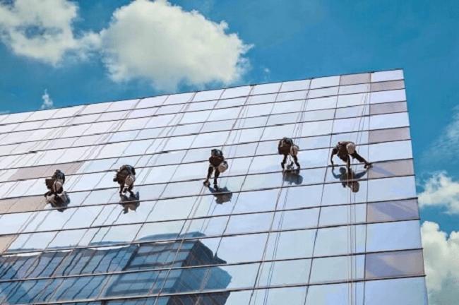 Lau kính tòa nhà Công ty TNHH Vệ sinh Công nghiệp Không Gian Sạch - Hình minh họa