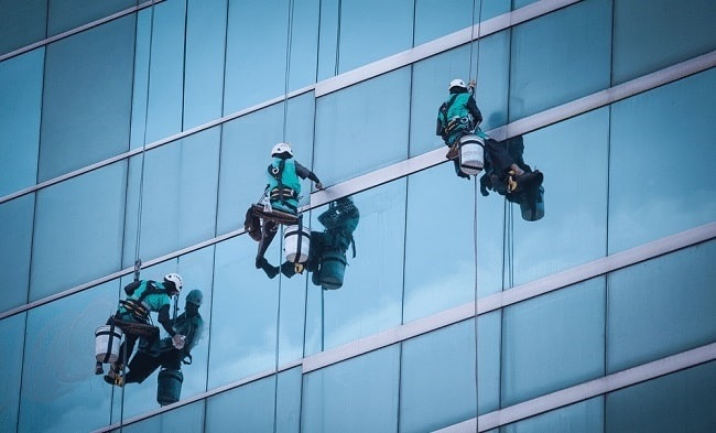 Lau kính tòa nhà Công ty dịch vụ vệ sinh Pan Pacific Sài Gòn - Hình minh họa